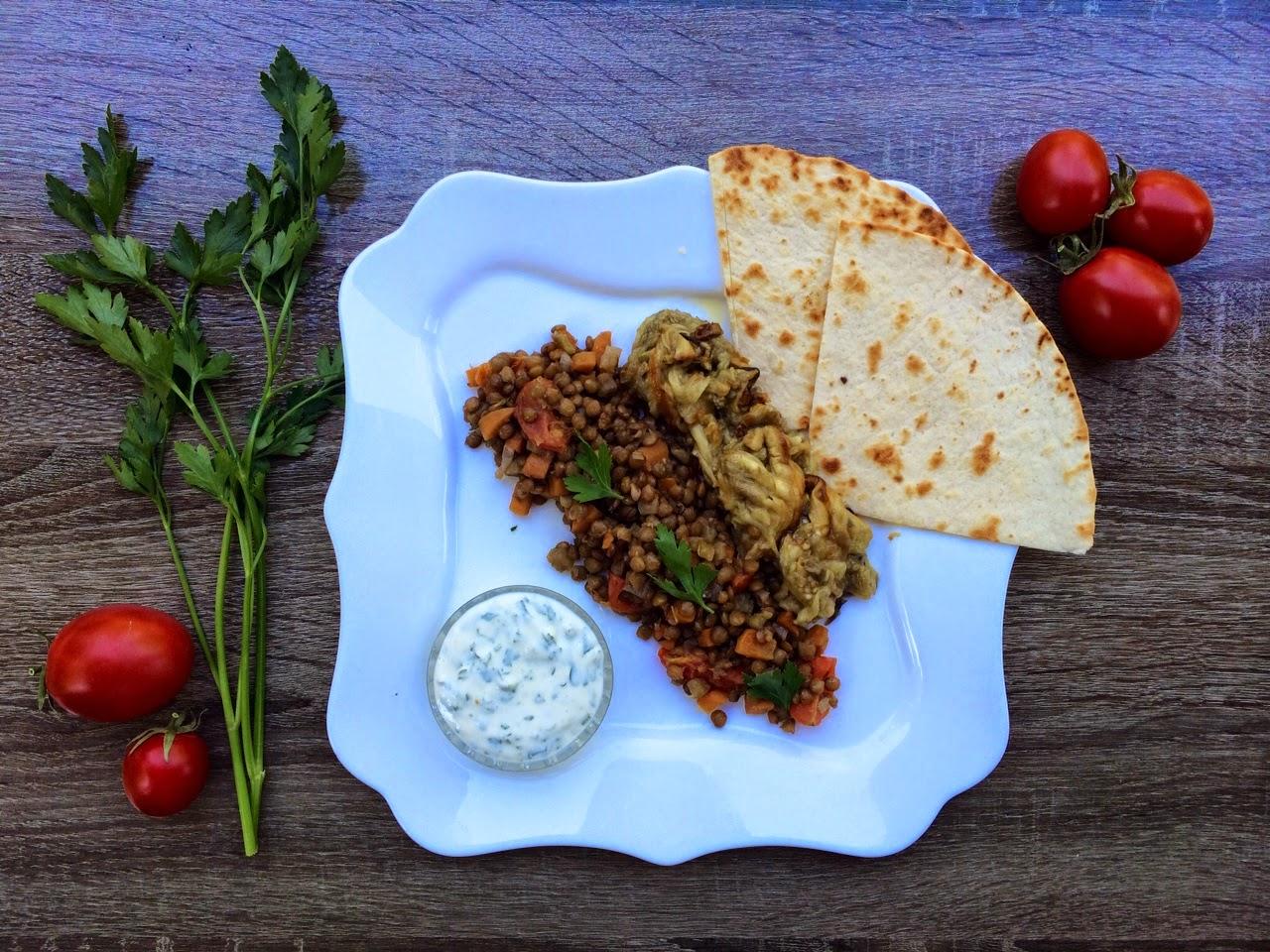 Запеченные баклажаны с чечевицей по-провански и йогуртовым соусом, Elementaree