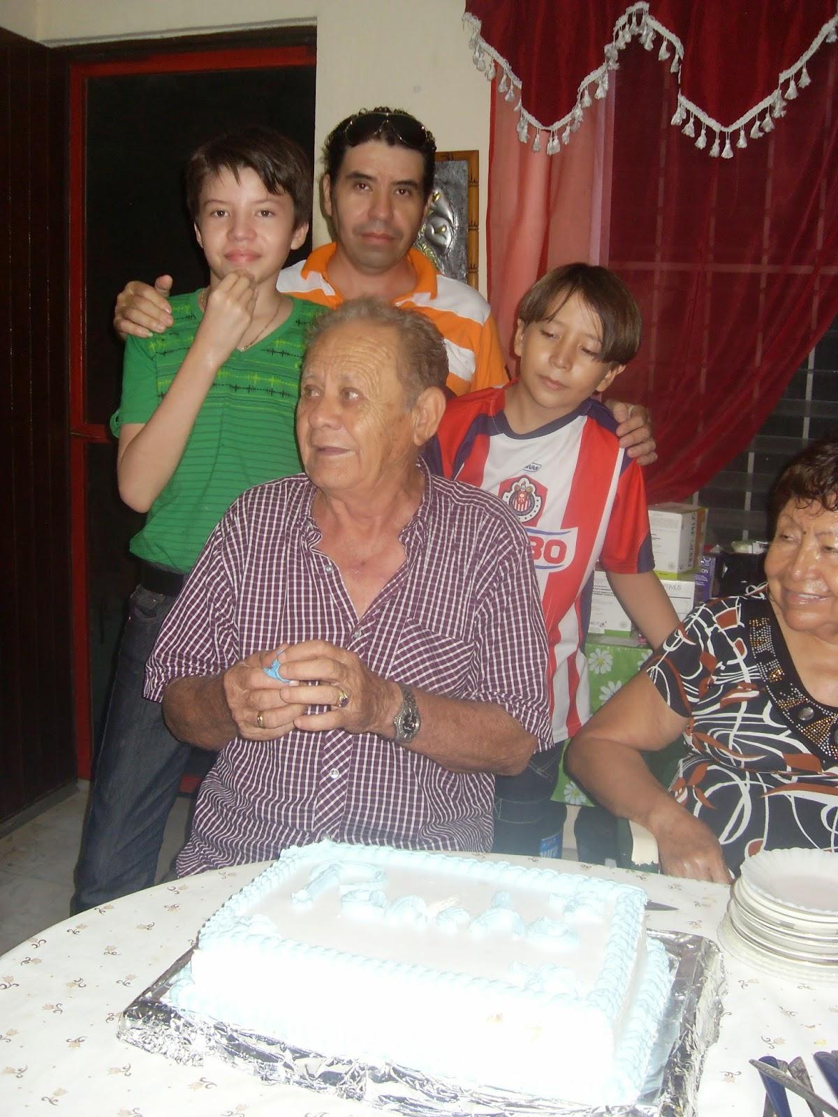 festejando a mi papa
