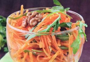Витаминный салат с изюмом, орехом и морковью