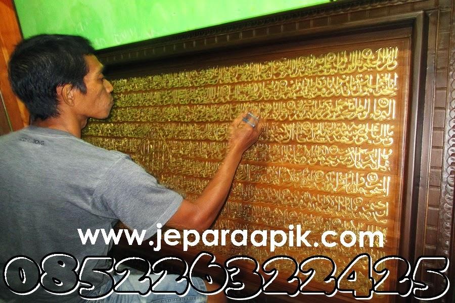 pengerjaan ukiran kaligrafi