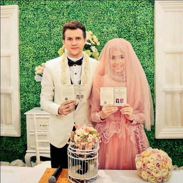 gaun pengantin Risty Tagor