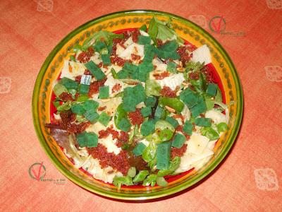 Ensalada de queso y manzana (con gelatina de pipermint y vinagreta de orejones)