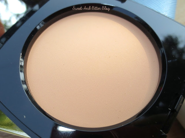 Chanel Les Beiges Healthy Glow Sheer Powder N20