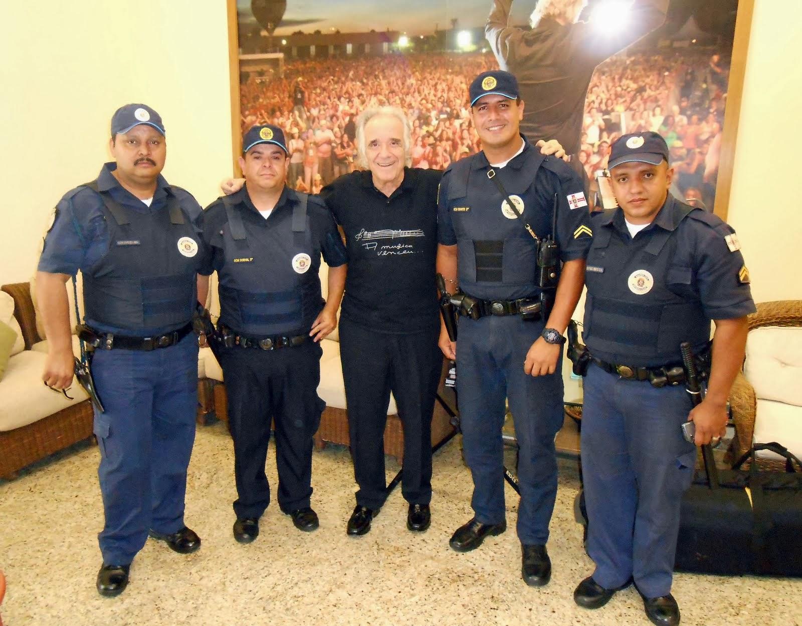 Equipe da Guarda Civil Metropolitana visita e apoia ação social do Maestro João Carlos Martins