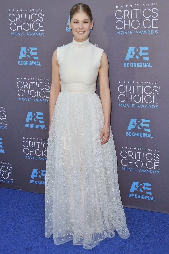 Rosamund Pike flaunts Valentino Couture at the 2015 Critics' Choice Movie Awards