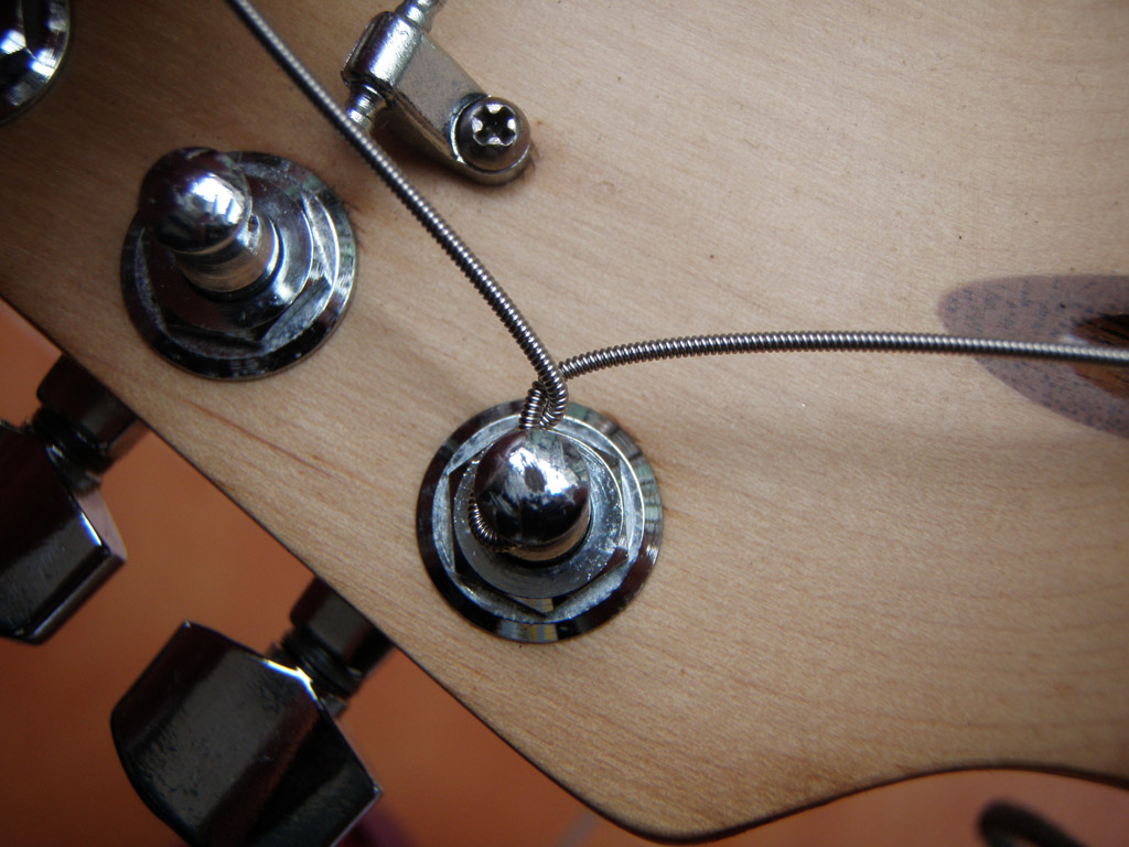 How to tighten the strings on the guitar 16