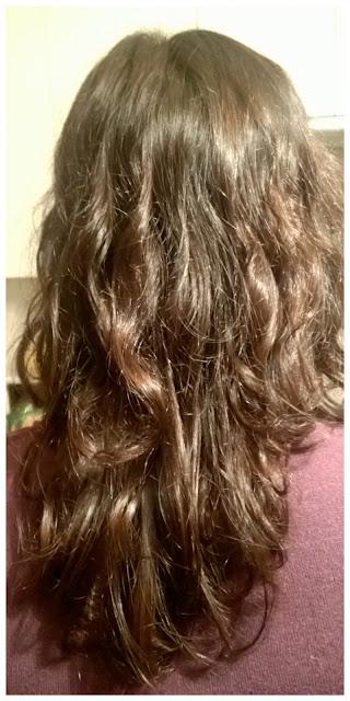 włosy bez stylizacji