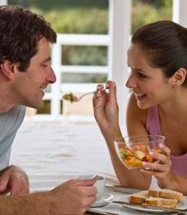 كيف تساعدين نفسك وتساعدين زوجك على إنقاص وزنكما؟