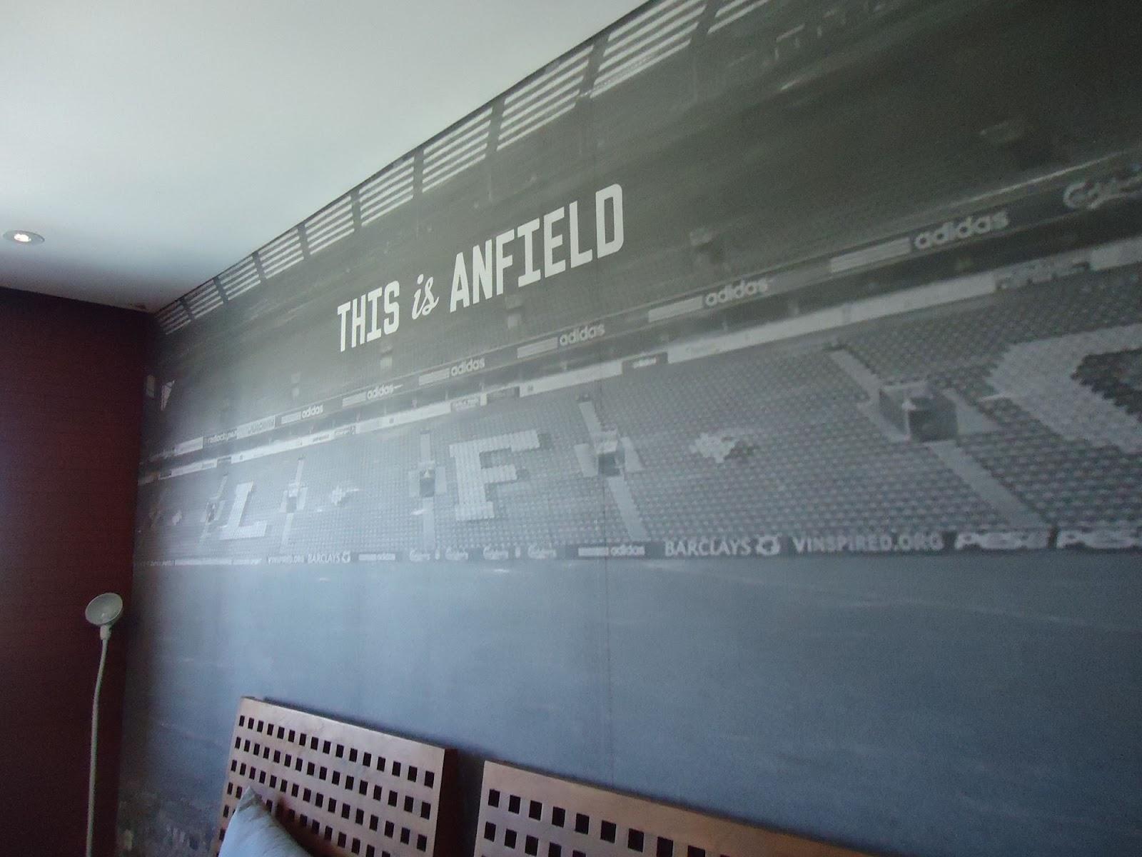 besar, kandang, sarangnya Liverpool, yaitu This Is Anfield room