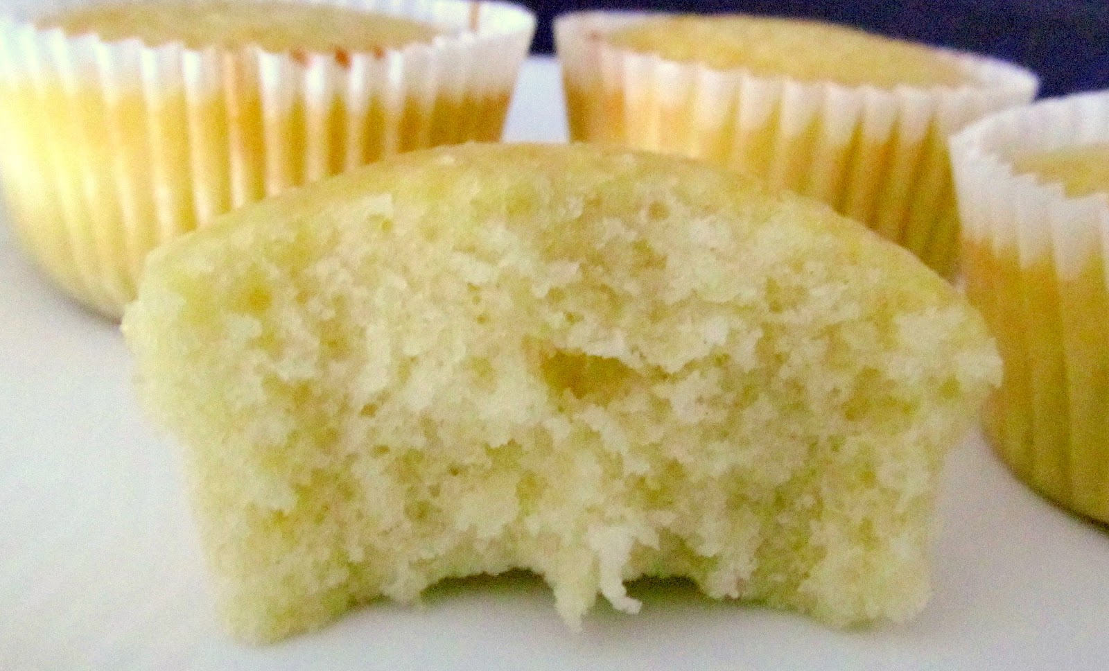 Everything4sweets: The Ultimate Vanilla Cupcake