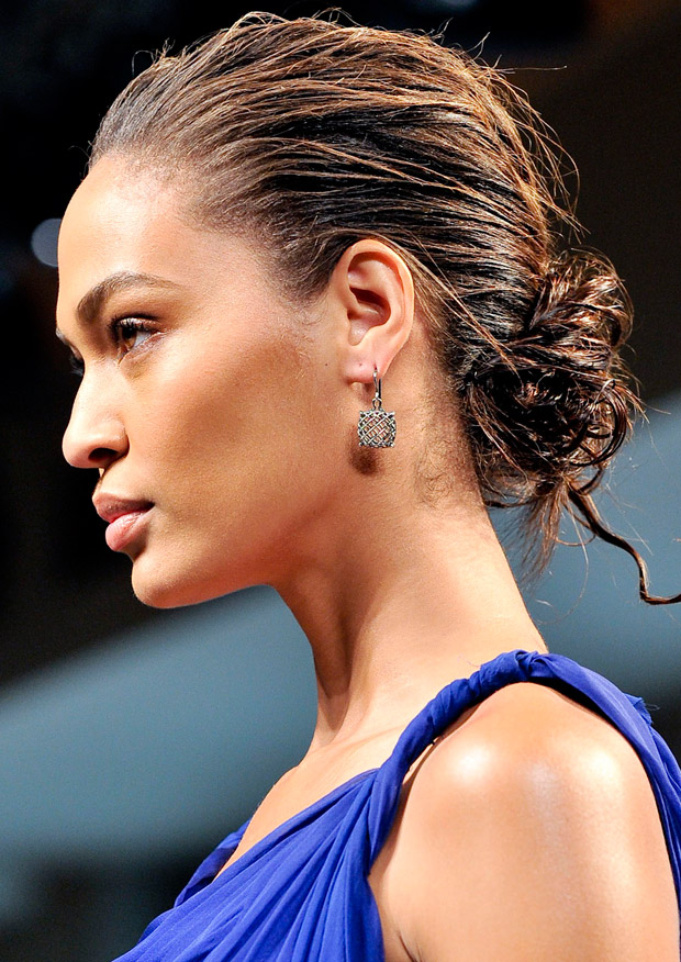 Wet-look chignon