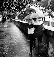Fotos de namorados na chuva