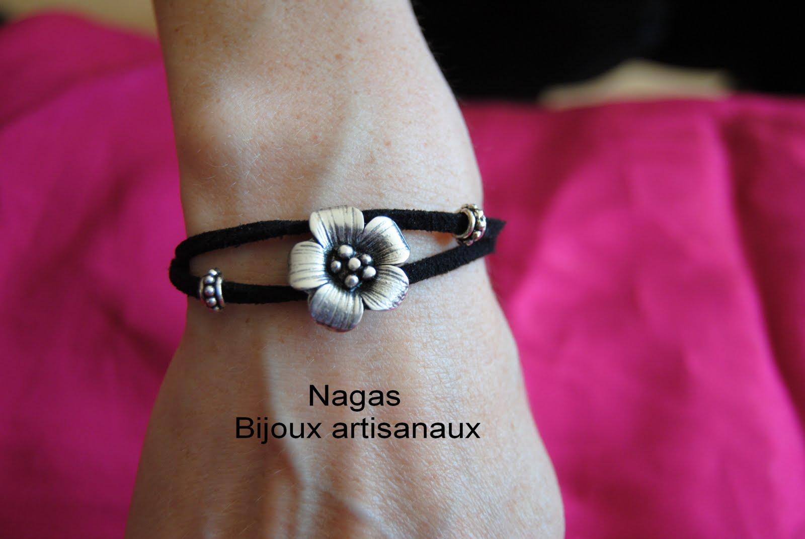 nagas bijoux artisanaux bracelet fleur sur un lacet en daim. Black Bedroom Furniture Sets. Home Design Ideas