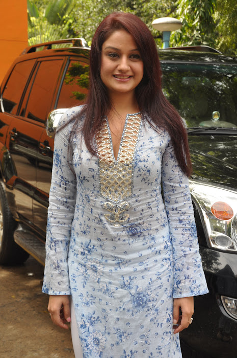 sonia agarwal new unseen pics