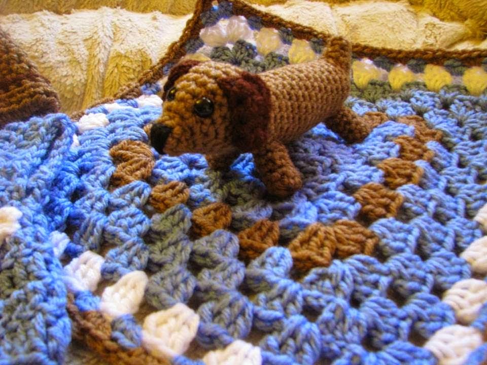 Free Crochet Pattern Wiener Dog : 2000 Free Amigurumi Patterns: Dachshund doggy