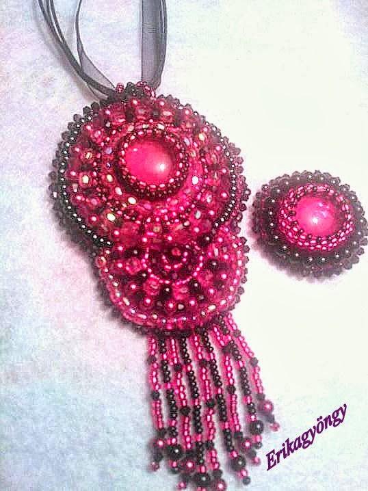 Piros fekete nyakék és gyűrű