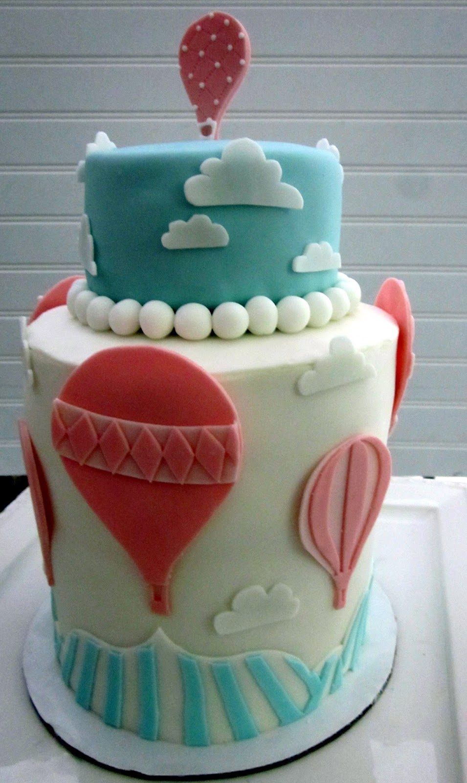 Cake Design Ballarat : Darlin  Designs: Hot Air Balloon Cake and Cupcakes