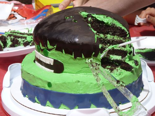 Swoon For Food Incredible Hulk Cake for a Birthday