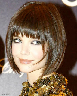 straight bob hairstyle from katie holmes 1 Katie Holmes long and loose hairstyles