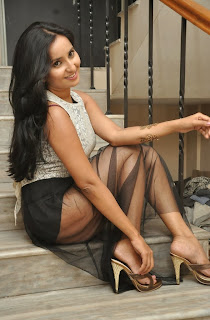 Actress Ishika Singh Expose Thunder Thigh in Short and Top