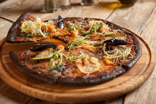 pizza nera carbone vegetale