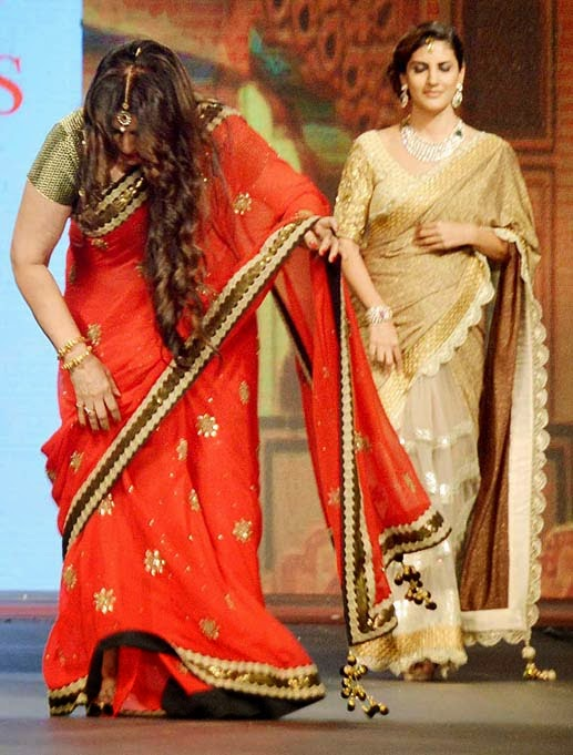 New Gossips Poonam Dhillon falls while ramp walk Snap