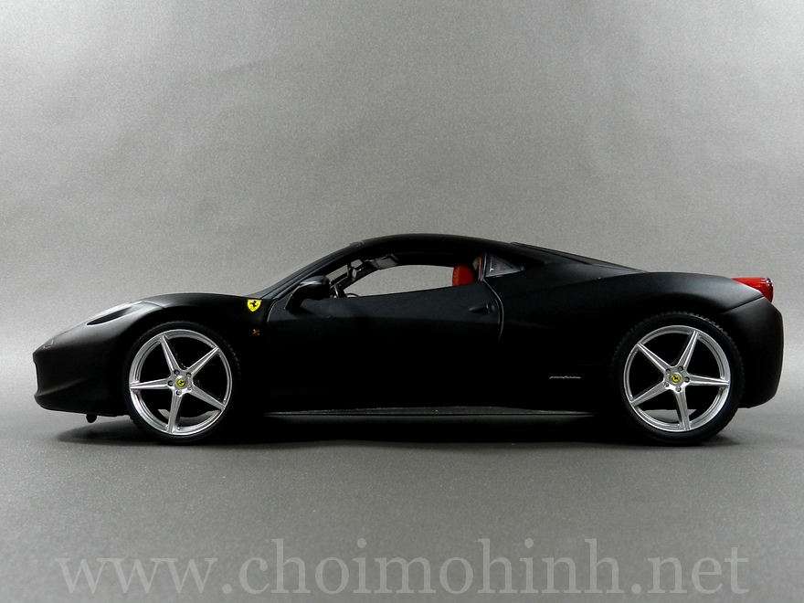 Ferrari 458 Italia 1:18 Hot Wheels side