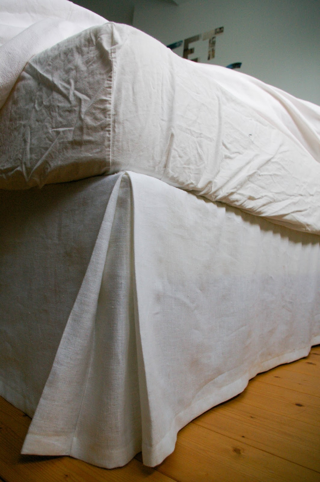 diy r aliser un cache sommier. Black Bedroom Furniture Sets. Home Design Ideas