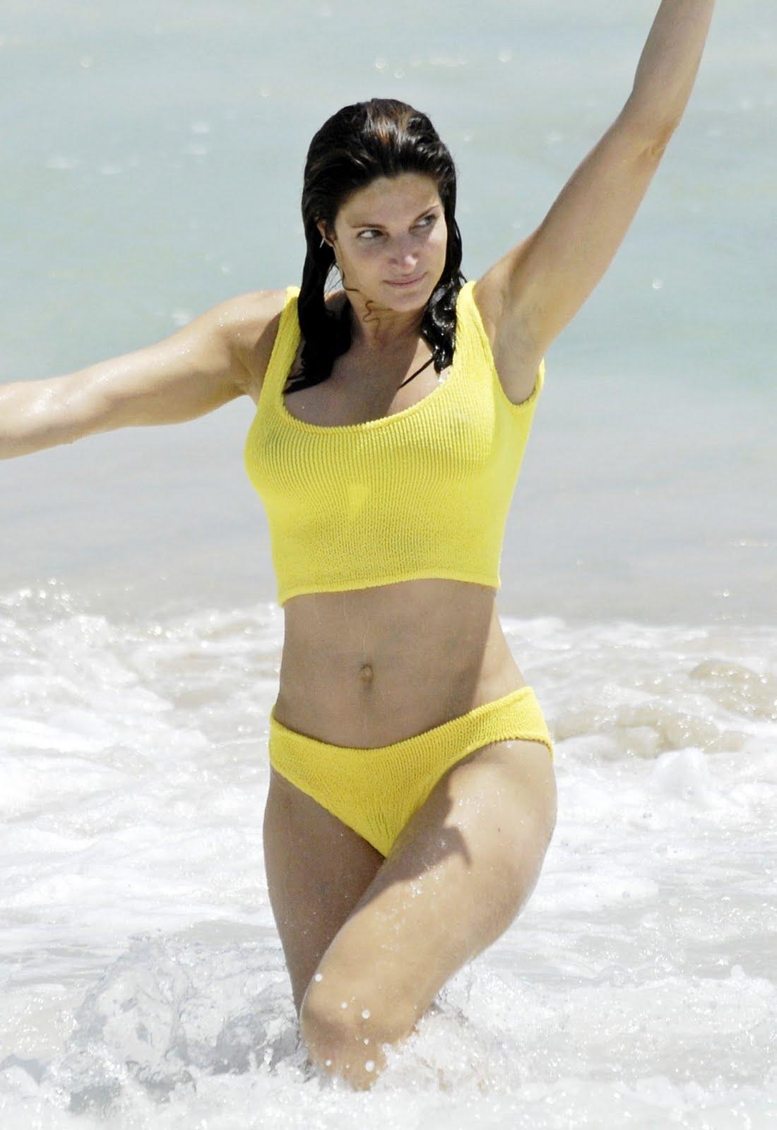http://4.bp.blogspot.com/-dYidjZ2v1GI/TdvcPTyH-5I/AAAAAAAACKE/taSIEgCjMjw/s1600/Stephanie+Seymour+in+Bikini+9.jpg
