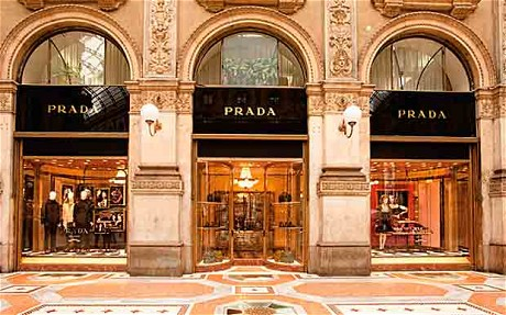 5 places aroung the globe for all fashion lovers, tips to enjoy fashion capitals, fashionista, blair woldrof, sex and the city, shopping , new york, london, tokio , milan , paris shopping bags, prada dior, chanel