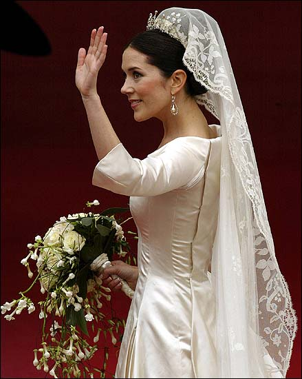 Gift Have Also Been Ped Down And Used On Various Wedding Gowns In The Family Satin Covering Lace Was Loosely Attached Moved Wind