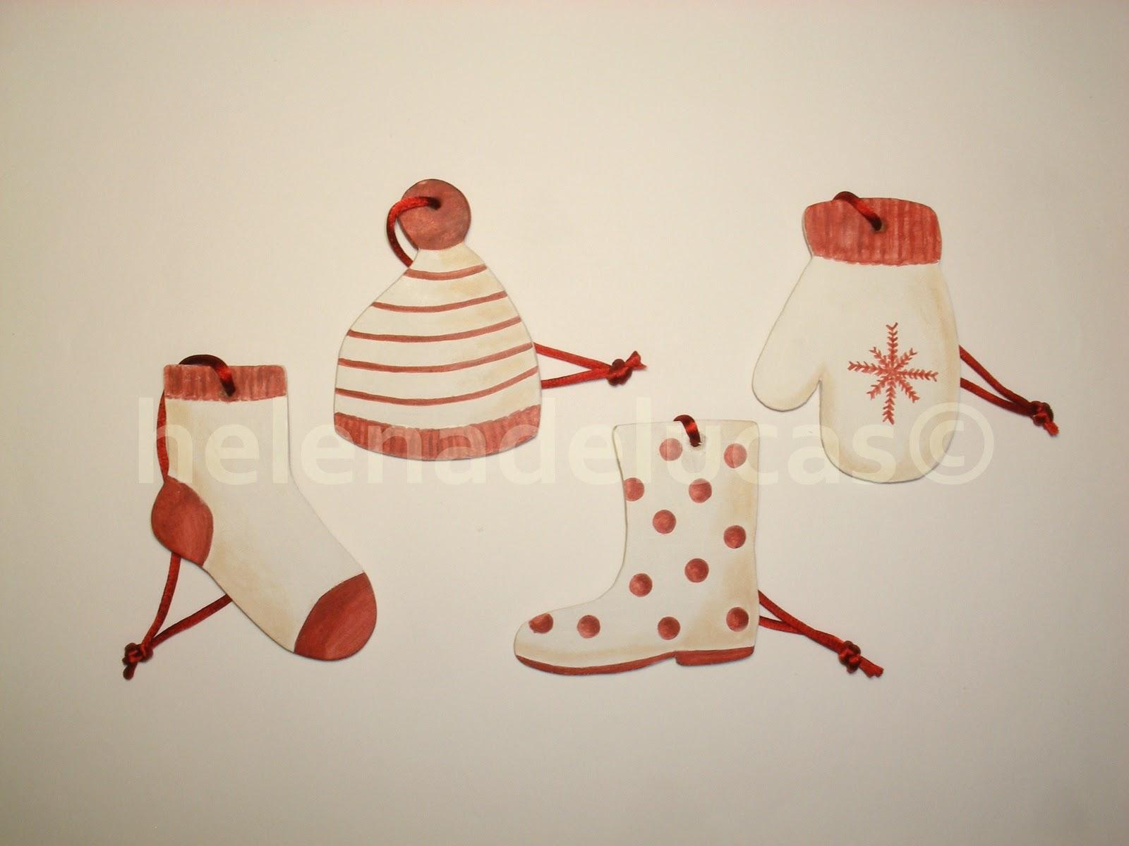 Navidad, sueltos o unidos a modo de guirnalda. Están hechos en madera