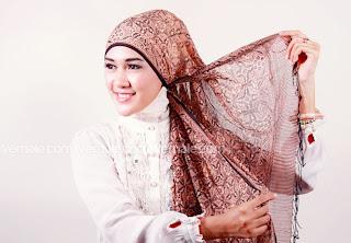 cara+memakai+jilbab+pashmina+(2) Cara Mudah Dan Cantik Memakai Jilbab Pashmina 2014