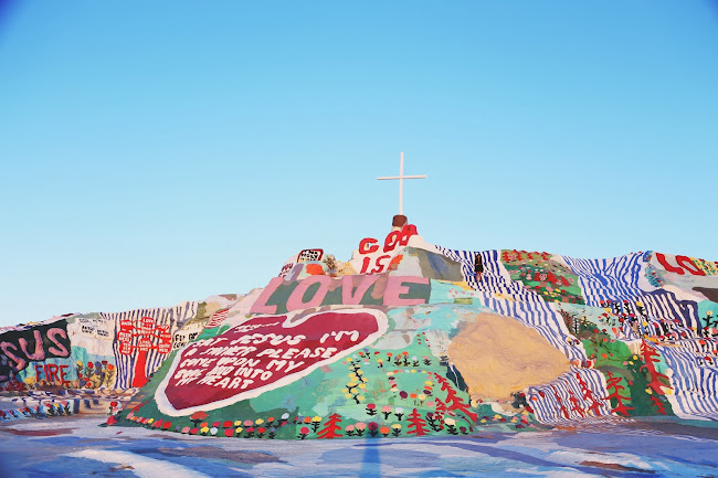 salvation mountain, leonard knight, salvation mountain photos, salvation mountain photoshoot