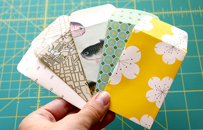 http://www.poppytalk.com/2011/09/tutorial-easy-tiny-envelopes.html