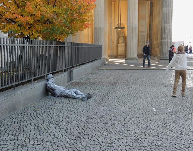 Berlin mime artist