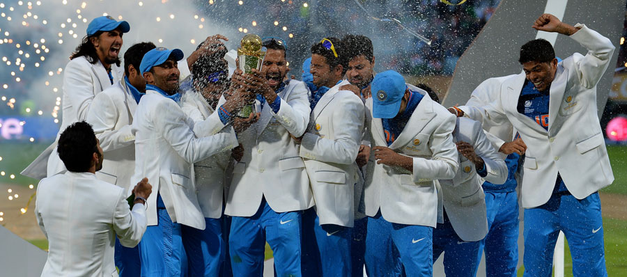 Virat-Kohli-sprays-his-teammates-with-champagne-India-vs-England-Champions-Trophy-2013