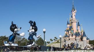 Lumea copiilor în vizorul sodomiților: Disneyland Paris va găzdui în acest an prima paradă gay