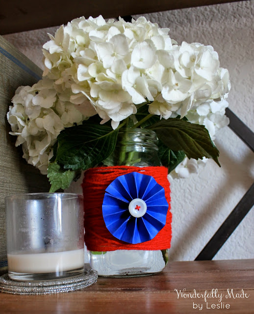 http://www.wonderfullymadebyleslie.com/2014/05/patriotic-jar-decor.html
