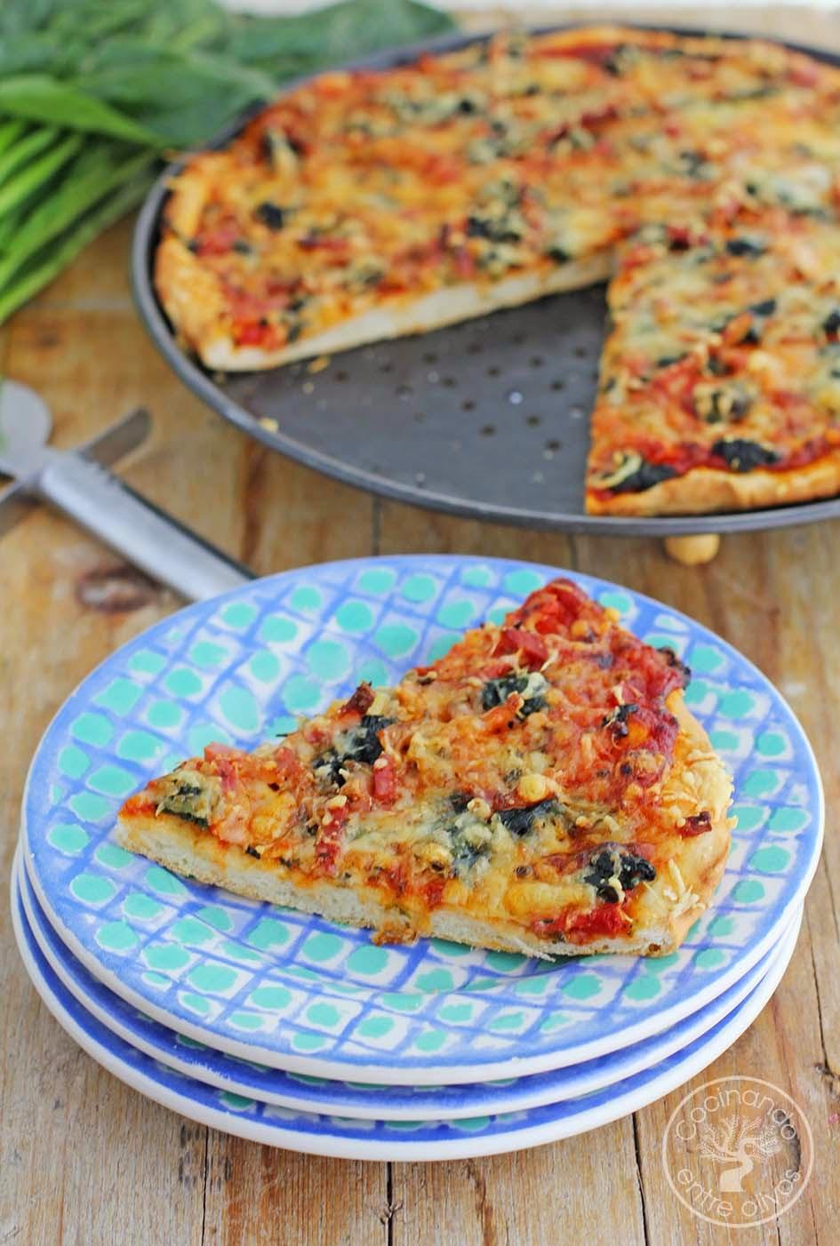 Cocinando entre olivos pizza de espinacas bacon y queso for Cocinando entre olivos navidad