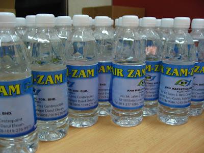 Air Zam-zam Berkhasiat Sesuai Niat Orang yang Meminumnya