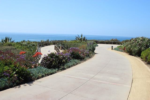 Laguna-Beach-Aliso-Beach-Sidewalk