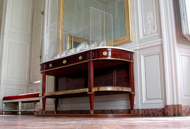 Console-desserte Jean-Henri Riesener Marie-Antoinette d'Autriche