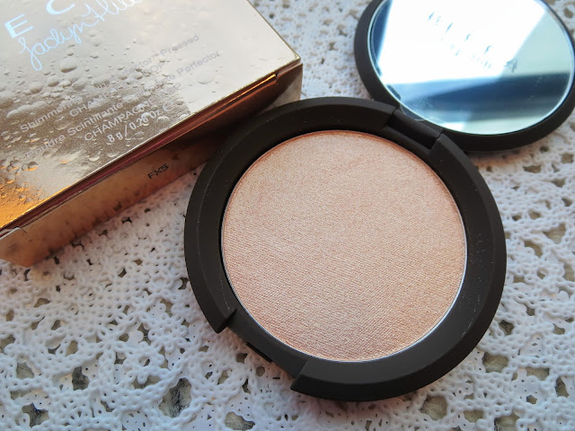a picture of Becca x Jaclyn Hill Shimmering Skin Perfector (Champagne Pop)