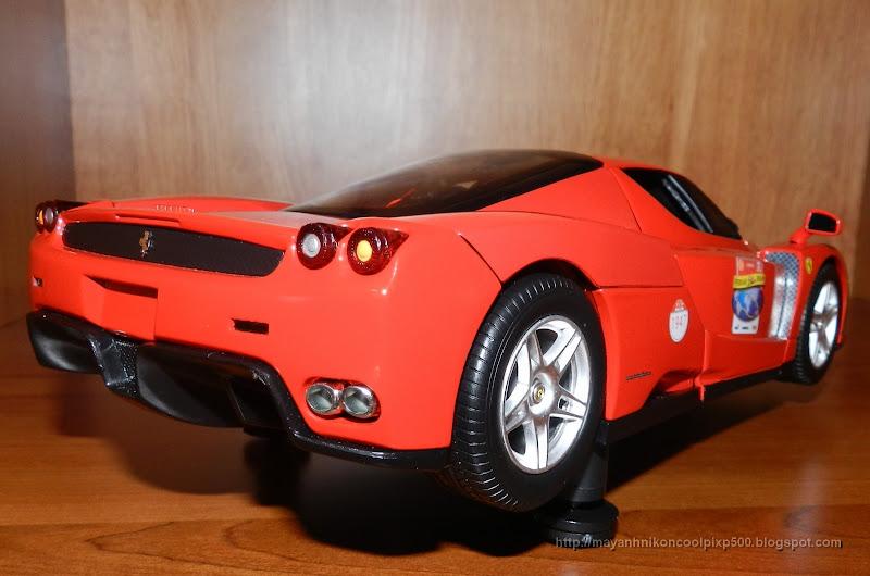 Diecast 1:18 Ferrari Enzo side