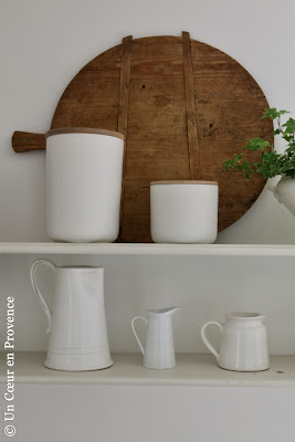 Old wooden chopping board, 'AM.PM' pots and 'Côté Bastide' jug