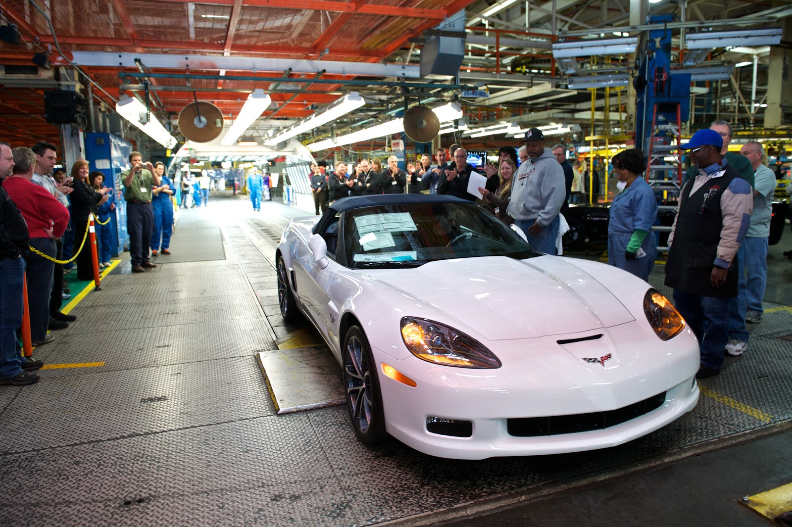 Last c6 corvette rolls off gm bowling green assembly plant line