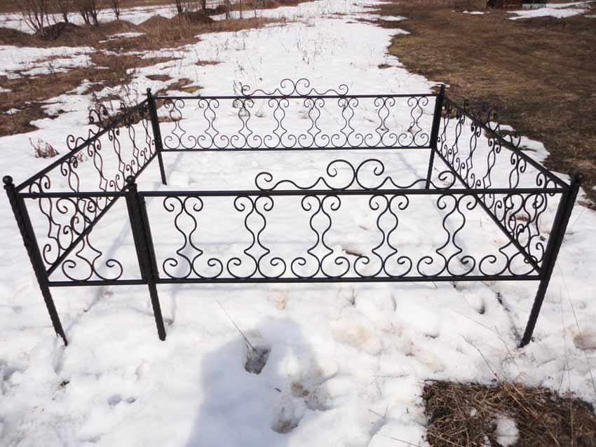 Ограда на кладбище своими руками из подручных материалов 11