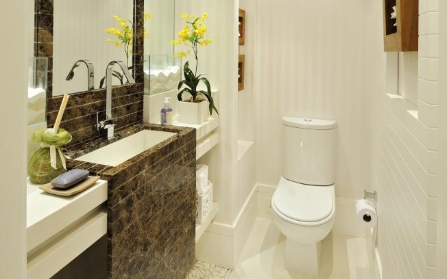 ideias decoracao lavabo:Com mármore marrom imperador como destaque e o restante todo branco