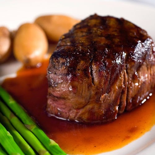 filet mignon, salad, clean eating, clean eating tips, healthy eating party tips, how to eat healthy at a restaurant